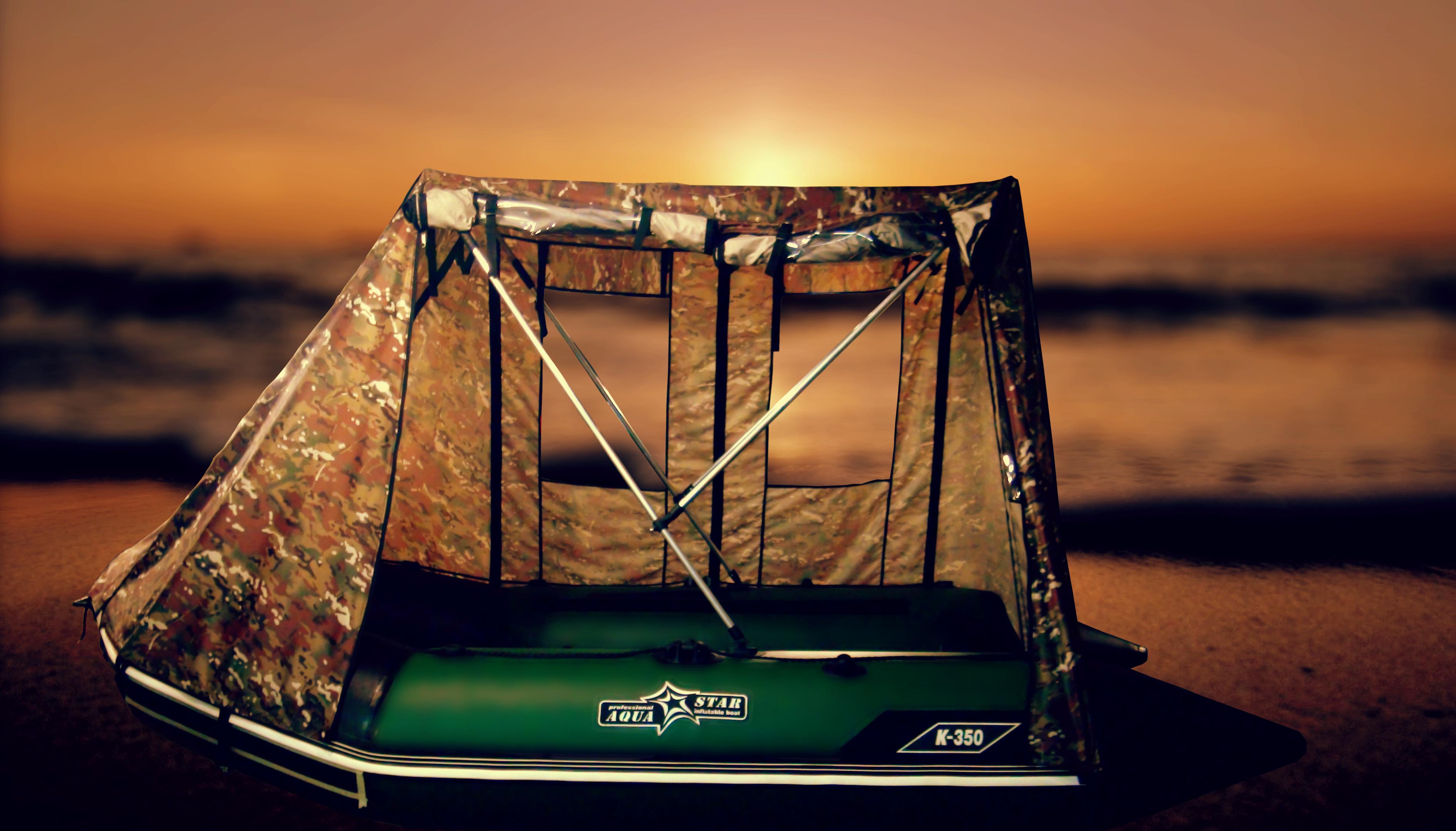 Тент-палатка на озере